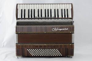 38 klavišų ir 96 bosų akordeonas