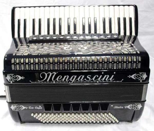 41 klavišo ir 120 bosų akordeonas